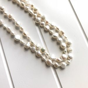 Jewelry - 🎉HP🎉 White Freshwater Pearl Necklace